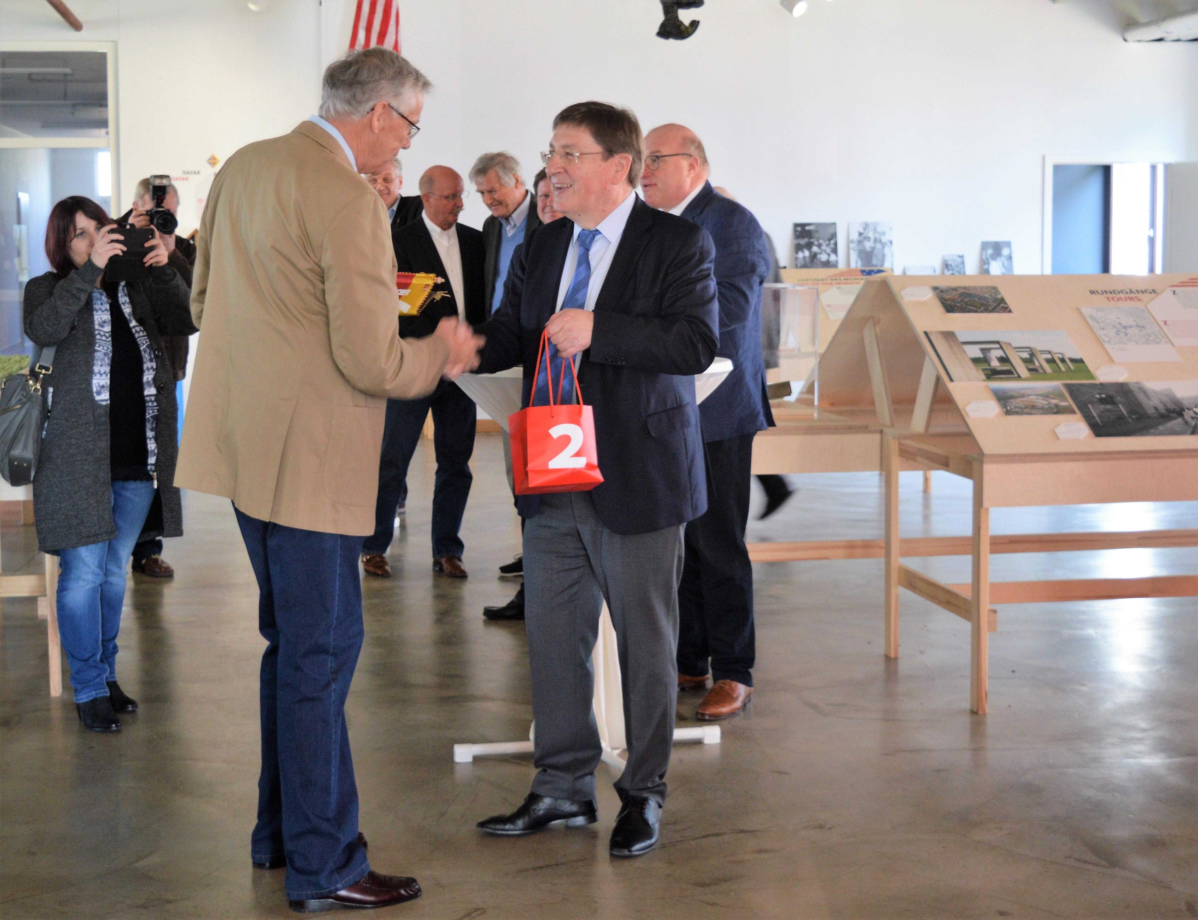 Lothar Quast und der Vertreter der deutschen Delegation auf dem Empfang der Stadt