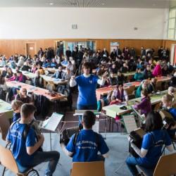 Harmonika-Club Rheingold Mannheim-Käfertal e.V. vor der vollbesetzten Turnhalle